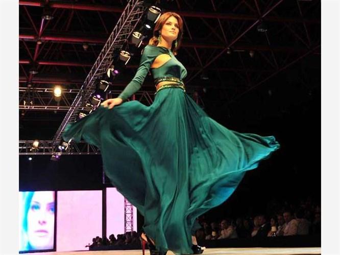 Isabeli Fontana  Dosso Dossi Fashion Show podyumunda